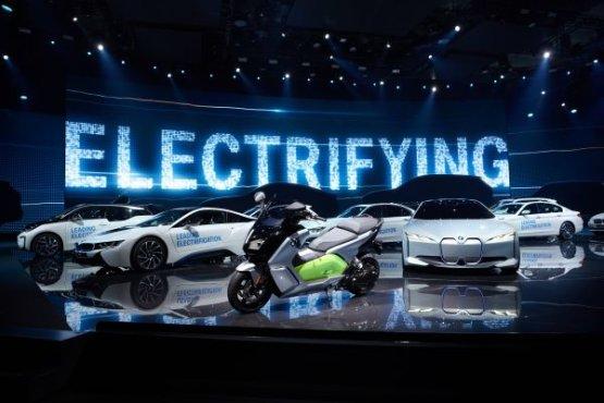 A BMW Group már több mint negyedmillió darab hálózatról tölthető gépkocsit adott el