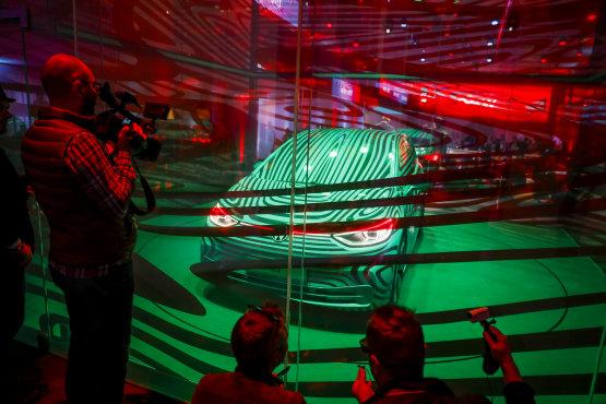 Ijedten figyelik a német VW-munkások az átállást az elektromos autókra