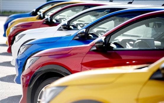 Az EU-ban hanyatlik, Magyarországon dübörög az új autók piaca