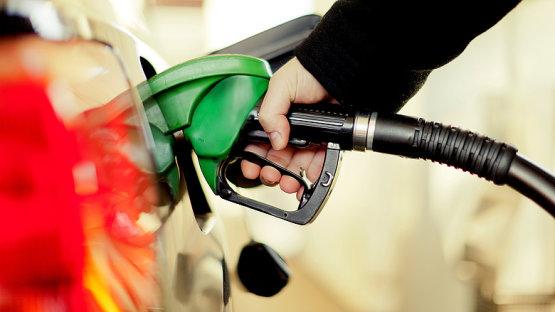 Új benzin kapható a kutakon - lehet aggódni?