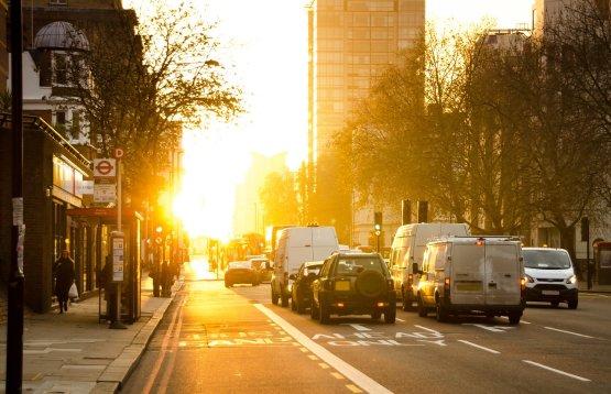 6 tipp, hogyan spóroljon a közlekedéséből adódó károsanyag-kibocsátáson