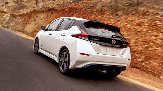 Az árával üt a Nissan megújult e-autója