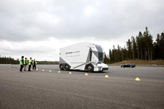 Először engedtek ki az útra önvezető kamionokat biztonsági sofőr nélkül