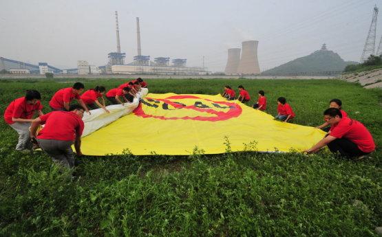 Kína otthon rálépett a zöld útra, de közben a kínai cégek világszerte folytatják a rablógazdálkodást