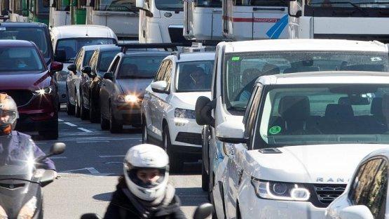 Óriási területről tiltják ki a szennyező autókat Barcelonában