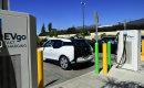 Olcsóbb lesz a benzin, ha sokan keresnek rá az e-autókra