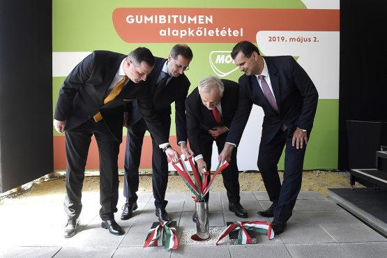 Jöhetnek a kátyúmentes utak: Már jövőre megkezdi a termelést a MOL új gumibitumen üzeme Zalaegerszegen