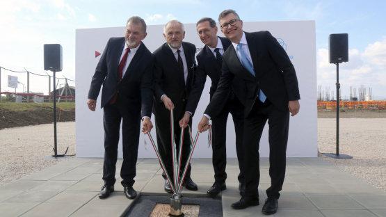 Gigantikus beruházások a Molnál: az INA részesedés értéke eltörpül az idei pénzköltési döntések mellett