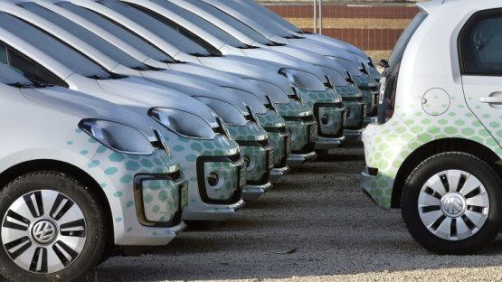 Kiákra cseréli a benzines Volkswagenjeit a Mol Limo