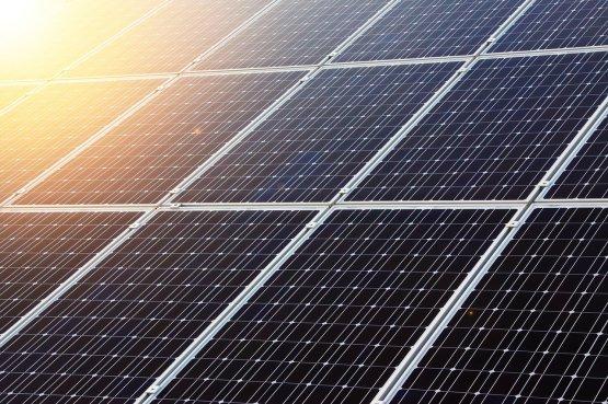 A paksi atomenergia árának harmadából termelnek majd áramot napenergiából Los Angelesben