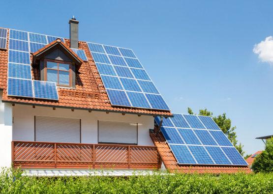 Folyamatosan nő a napenergiát felhasználók száma a Nemzeti Közművek áramelosztási területén