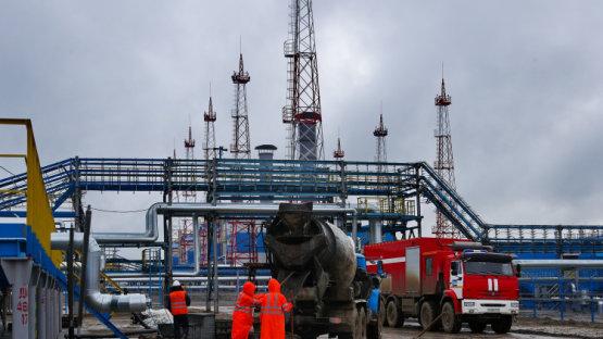 Rekordon az orosz olajtermelés, nem segítettek sokat Szaúd-Arábiának