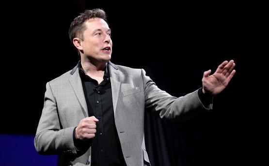 Elon Musk kifakadt a Twitteren
