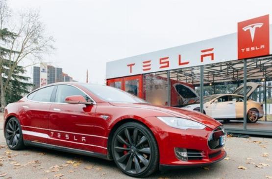 Az olaj miatt is mélyrepülésben van a Tesla árfolyama