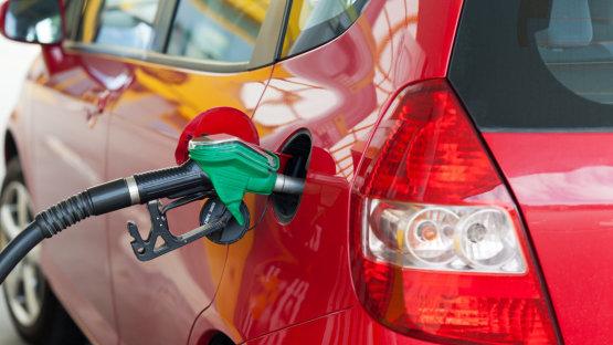 Szerdától itt az új típusú benzin