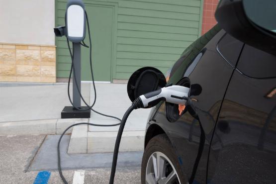 Pénzt ad a kormány elektromos autókra