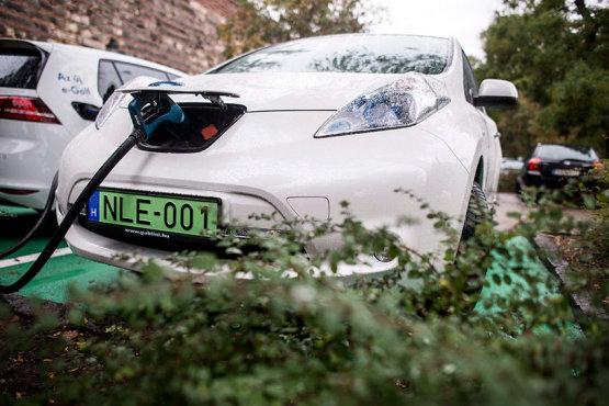 Csütörtöktől dől az ingyenpénz elektromos autókra