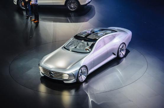 Így nyomná le a Mercedes a Teslát