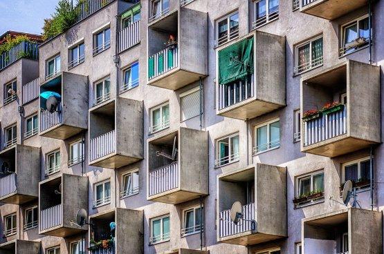 Panelban laksz? Akár 350 ezer forint ingyenpénzt ad az állam