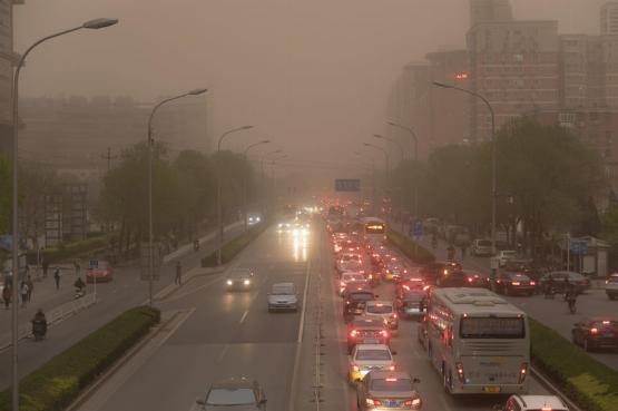 Vörös riasztást adtak ki a pekingi szmog miatt